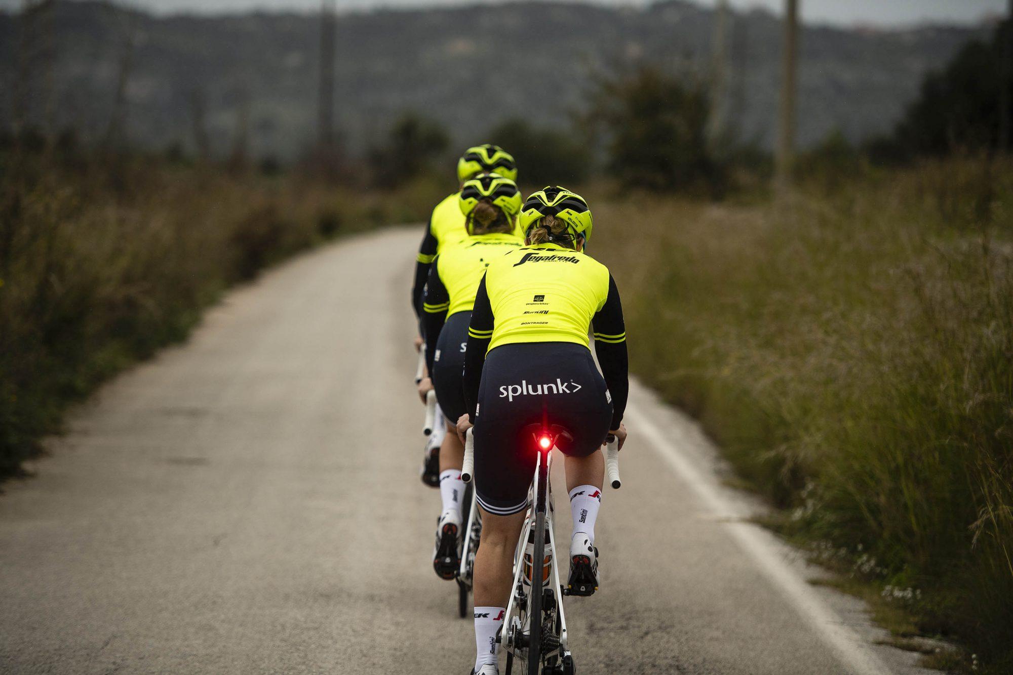 designer nuovo e usato più vicino a sentirsi a proprio agio Ciclismo e sicurezza in strada, un aiuto dai capi ...